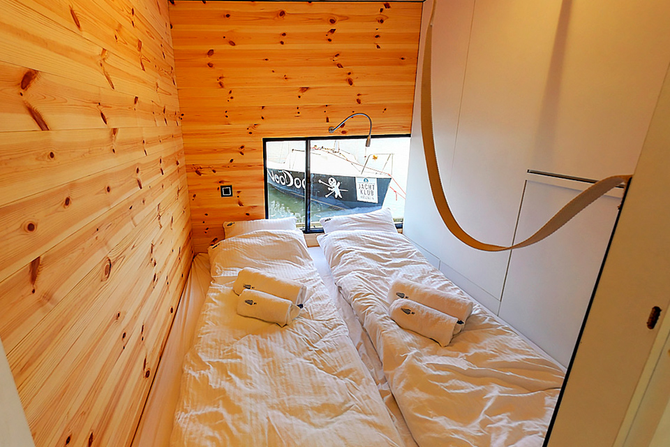 ang Houseboat HT2 with sauna, fireplace and motorboat - ht houseboats - domki na wodzie