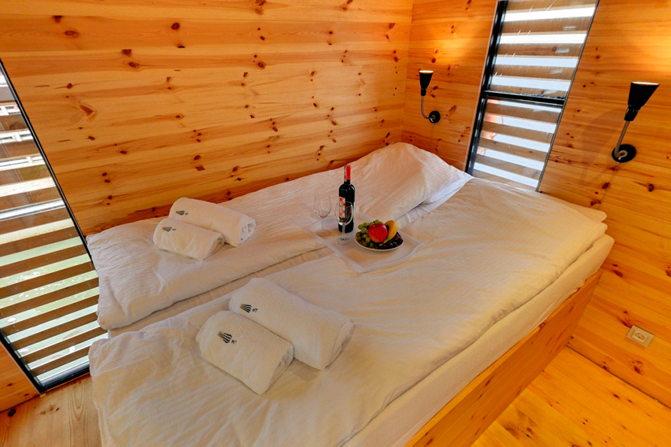 ang Houseboat HT3 with sauna, fireplace and motorboat - ht houseboats - domki na wodzie
